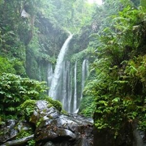 800px-Tiu_Kelep-waterfall